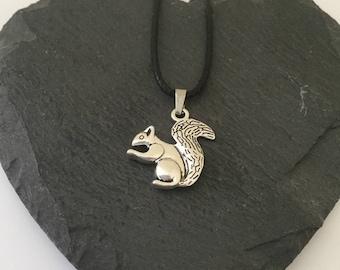 Squirrel Necklace / Squirrel Jewellery / Wildlife jewellery / animal jewellery / animal lover gift