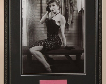 Gwen Verdon was an American actress and dancer Hand Signed Autograph Index Card Framed and Matted To Final Size 16x20