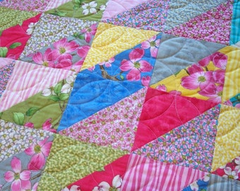 Dogwood Table Runner Quilted Spring Summer Triangles Quiltsy Handmade FREE U.S. Shipping