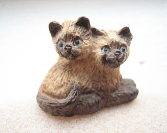 Vintage siamese kittens figurine, siamese cat figurine, siamese cats, small siamese kittens, cat knick knacks, doll house cats, pointed cats