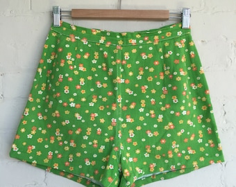 High waisted floral printed green shorts 1970s 70s