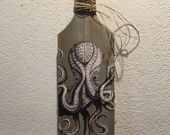 Wood paddle with grey Octopus