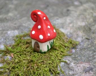 Petite gnome home