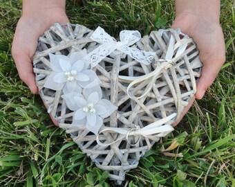 Alianzas Porte Corazón  mimbre flores de novia de seda