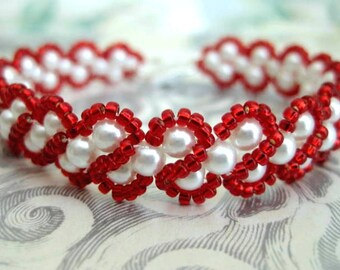 Beaded Pearl Bracelet in Red and White  / Made To Order Bracelet /  Seed Bead Bracelet / RAW Bracelet / Beadwork Bracelet / Beadwoven