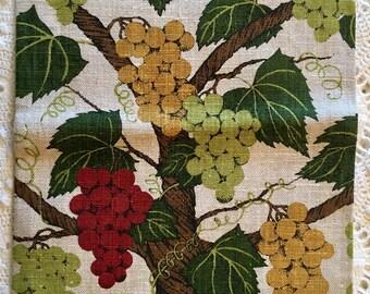 Vintage Linen Towel - Grapevine  Linen - Drying Towel - Grapes Berry Green