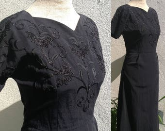 Vintage 1940s 1950s fitted dress with sweetheart neckline and sparkly embroidered bodice Black
