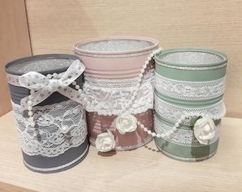 Decorated tins, romantic decoration, vintage detail, chalk paint, DIY, lace