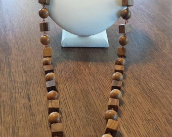 Vintage wood wooden beaded necklace pretty finish patina grain