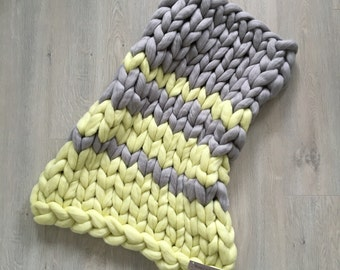 24x35 inches. Chunky knit Blanket. Knitted blanket. Baby blanket. Merino Wool Blanket. Bulky Blanket. Extreme Knitting.Super chunky blanket