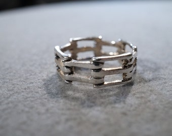 vintage sterling silver band style ring with 'fencepost' styling, size 7    M