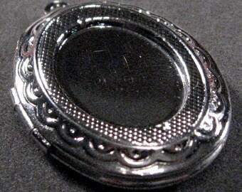 Silver Victorian Locket - 2pcs : sku 07.02.11.3 - M21