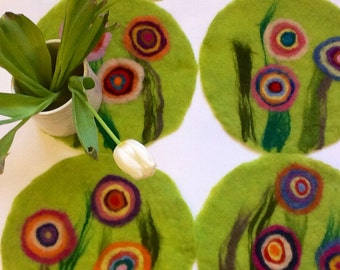 felt placemat with big flowers, green