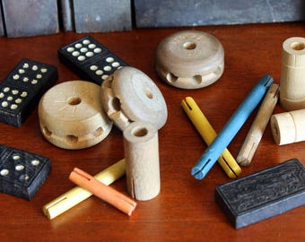 Lot of vintage small toys, tinker toys, dominoes