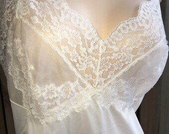 Vintage VASSARETTE White Sheer Lacy Bust Full Dress Slip Nylon & Chiffon sz 36 wh-1