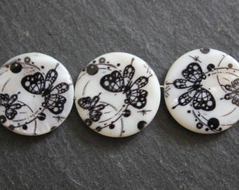 Set of 4 round and flat 25 mm diameter black Butterfly motif shell beads