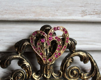 Beautiful/pink/stone/gold/heart/brooch/pin. LC, Liz Claiborne. Perfect gift for the one you love! Pretty pink!