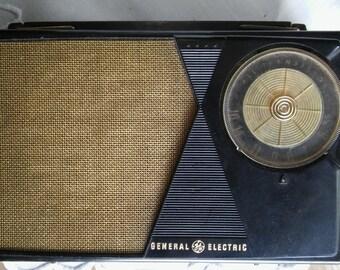 ATOMIC TRANSITOR RADIO General Electric Radio,Black Plastic Gold Mesh Speaker,Retro, Shelf Piece, Non Working,Mid Century Modern,Lunchbox