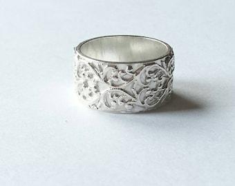 Sterling silver handmade patterned band, hallmarked in Edinburgh