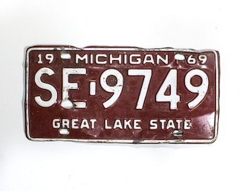 Michigan License Plate - Red And White 1969 Vintage License Plate (77-BO-LP-0364)