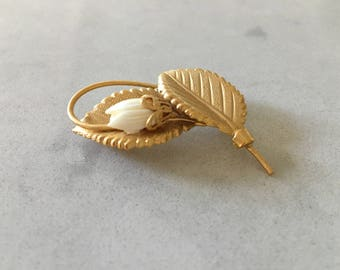 Vintage Gold FLOWER BROOCH - c.1960's, Vintage Brooch, Classic Jewelry, Tulips, Mid Century, Brooch Pin, Hat Pin, Gold and White