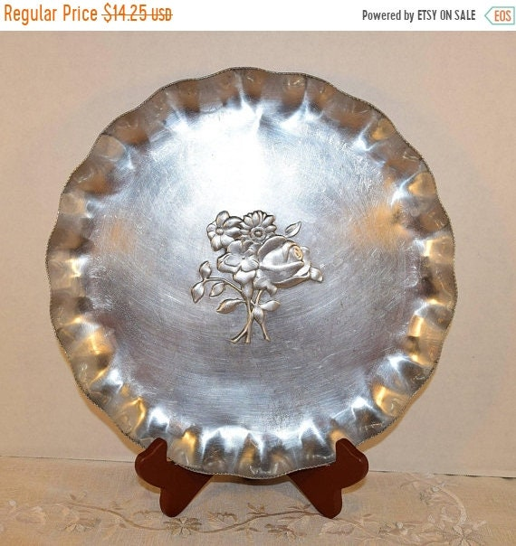 Delayed Shipping Nasco Stamped Aluminum Round Tray Vintage Made in Italy Hand Forged Aluminum Serving Platter Fluted Edge Floral Motif Holid