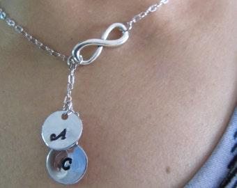 Personalized Infinity Collier Collier argent infini avec Initial personnalisé lettre charme personnalisé collier, famille