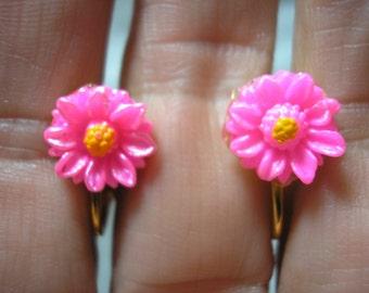 "Play Earring - Clip - Daisy - Vibrant Pink - 3/8"""