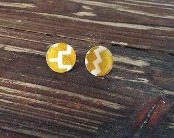 Gold patterned stud earrings