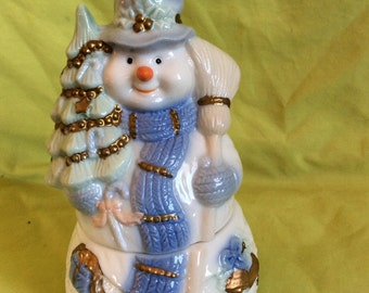 Holiday style Snow man trinket box