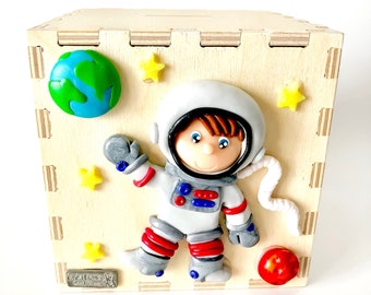 Wooden money box with an astronaut in polymer clay, astronaut, astronaut, astronaut Fimo Bank piggy bank
