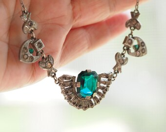 Delicate Vintage  Silver Tone Pendant Necklace with Emerald Green Faceted Crystal & Paste Diamonds