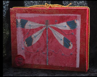Gift box, 23 x 17 cm, with embroidered fabric application, collage, textile art