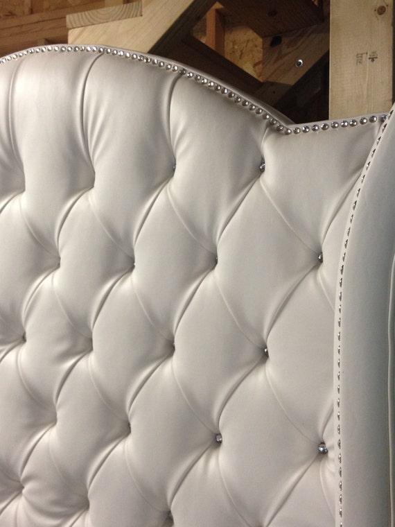 Lateral lujo Tufted cama con pedrería blanco de cama King