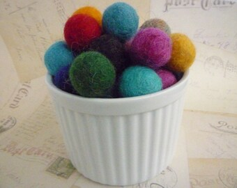 Felted Wool Balls x 25 - Mixed Colours - 2cm