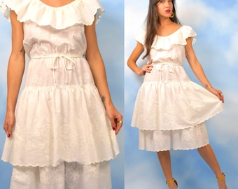 Vintage 70s Crisp White Floral Print Tiered Ruffled Sun Dress (size large, xl)