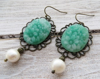 Rustic bronze earrings, green faux jade earrings, cabochon earrings, vintage style earrings, filigree earrings, romantic jewelry, gioielli