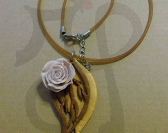 Rubber necklace with autumn leaves and pink