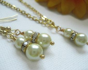 Ivory Glass Pearl Set. Bridesmaid set. Handmade Glass Pearl set. Bridesmaid Pearl Necklaces and Earrings. Gold. White. Ivory.Jewelry