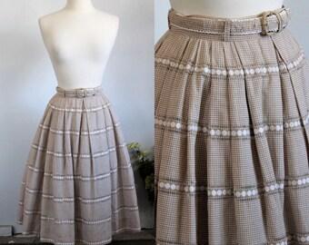 Vintage 1950s Full Skirt / Gingham Skirt With Belt / Brown And White Cotton Checked Skirt / Pleated Skirt / Tartan Circle Skirt