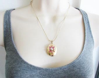 Vintage gold locket with pink rhinestone flowers (J2)