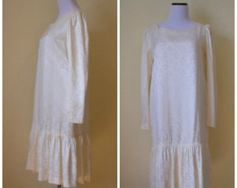 80s does 20s day dress. Garden party or wedding dress in silky white on white print, hearts-leaves-flowers. Elegant and comfy dress, M-L.