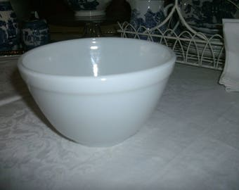 Vintage Milk Glass Small Mixing/Cereal  Bowl