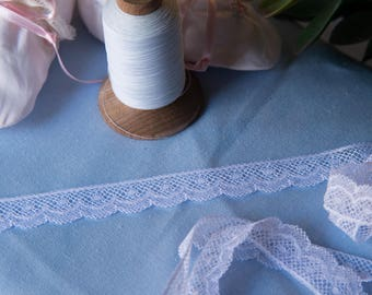 French Valenciennes Lace (LFV1116EDG852) 11/16 Edging
