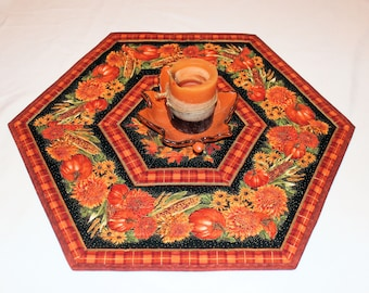 Hexagon Fall Table Runner Quilt, Autumn Candle Mat, Thanksgiving Centerpiece in Gold, Orange and Black, Autumn Quilted Table Topper