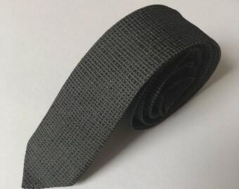 Vintage Tie / Skinny Tie / black red necktie / 60s 70s