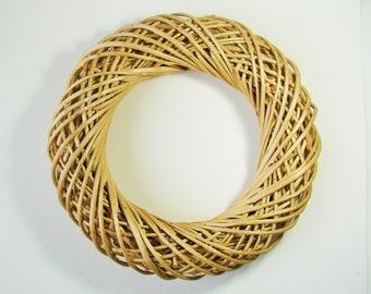 Natural Wicker, 26 cm in diameter wreath.