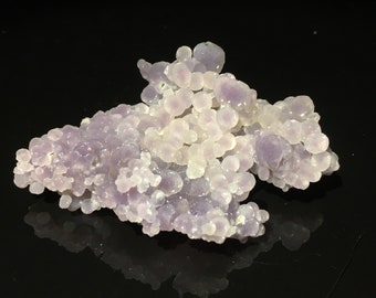 Chalcedony / agate cluster white Indonesia - 8.5 x 5.5 x 2.5 cm. 83 g