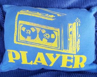 Spieler-Upcycling-Safe-Sex-Kissen, w / Kondom & Lube Taschen, OOAK, blaue, Vintage, Radio, Kassette, Musik, alte Schule