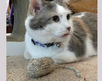 Hand Knit Cat Toy, Organic Catnip Mouse, Wool Cat Toy in Beige, Pet Gift, Cat Lover Gift